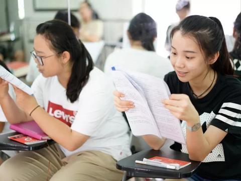 高二就学完高中所有知识,为何不能直接参加高考?班主任:你飘了