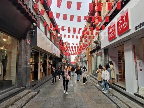 """济南有条""""埋金之街"""",是招财风水宝地,满大街是小吃店"""