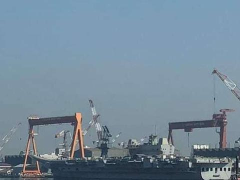 向天再借15年!印航母迎来头号劲敌,要在8万吨大航母之后服役