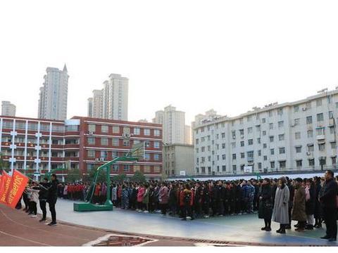 驻马店市第一高级中学分校强化爱国主义教育工作