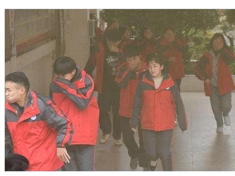 大方县实验高级中学:召开冬季安全教育大会