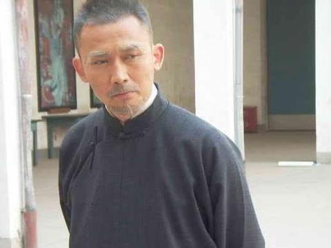 明星变老后,杰伦还在喝奶茶,冯绍峰像退休老干部,他是谁