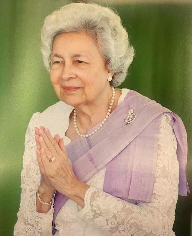 柬埔寨前国王娶六位老婆,小儿子高颜值有才华,却孑然一身