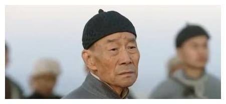 65岁李雪健鼻咽癌后身体变弱,两颊凹陷佩戴助听器,网友表示心疼