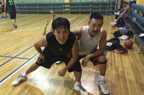 张丰毅吕丽萍31岁儿子近照,神似爸爸硬汉形象,却曾被爸妈嫌弃丑