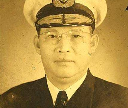 他在国军中越犯错升至越快,五次被撤职后成参谋总长,升一级上将