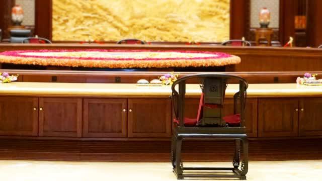 高温烘烤1000次!烫蜡工艺制作的APEC圈椅让中外领导人点赞