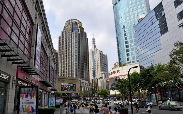 中国干净的城市,垃圾也要进行分类,游客:爱护环境的样子真美