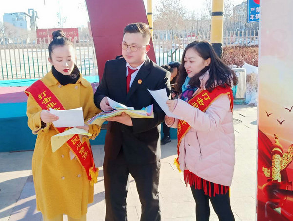 木垒县法院:宪法宣传日 法治伴你行