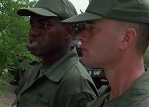 《阿甘正传》泰勒上尉为啥不让阿甘给自己敬礼?原因可没那么简单