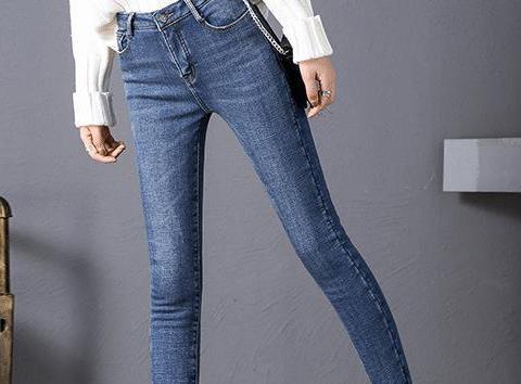 姑娘们都在穿的牛仔裤,御寒保暖,打造高瘦美的既视感