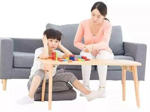 请别再夺走孩子的注意力,越小的宝妈越应该注意
