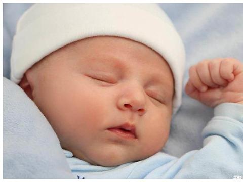 新生儿出生后多久才能竖着抱?很多人都抱早了,最好别早于这个月