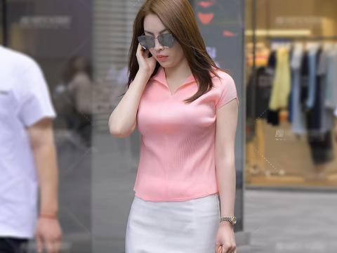 粉色T恤搭白色一步裙, 干净又干练