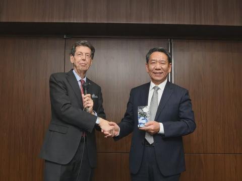 嫦娥四号又获得一国际奖项,外国人盛赞:这是一个伟大的壮举!