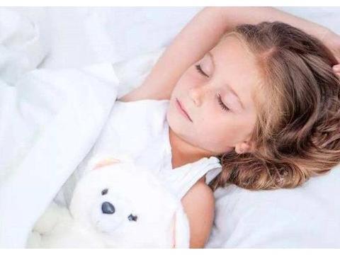 9岁女孩月经初潮,越来越多孩子出现性早熟,家长该怎么预防?