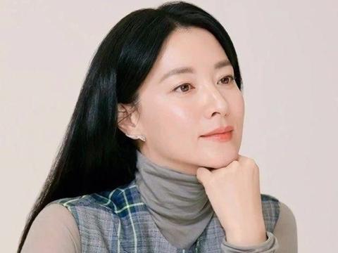 《大长今》16年了,48岁的李英爱美似少女,是喝了保鲜剂吗?