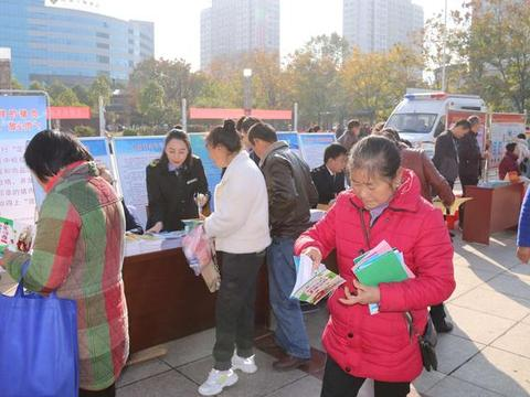 """咸宁通山县市场监管局开展""""12.4""""法制宣传获好评"""