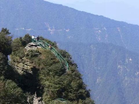 九宫山,位于湖北通山县境内,景色秀丽