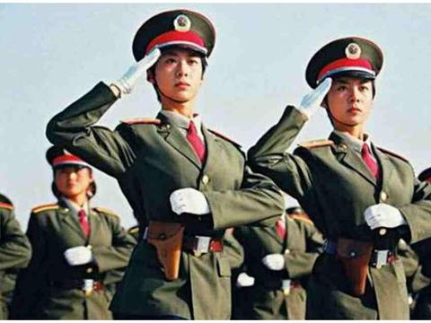 1999年的阅兵仪式上,双胞胎女兵名声大噪,现在她们都怎么样了?