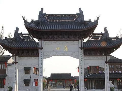 """中国最""""佛系""""的古镇,白天取门票,五点下班之后随便进!"""