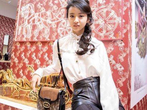 木村光希快醒醒吧!皮裤+黑丝的搭配真的不适合你,16岁穿成36岁
