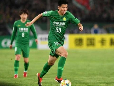 是刻意不传还是足球意识太差,王刚应该给球迷一个交代!