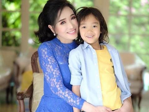 72岁的前泰国环球小姐宛如妙龄少女,粉丝惊呼这才叫冻龄