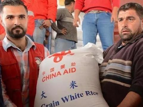 美军大肆掠夺油田之际,中国巨轮抵达叙利亚港口,送来1152吨大米