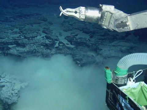 一直传说日本发现巨型稀土矿,一查至今没技术开采,再大也没啥用