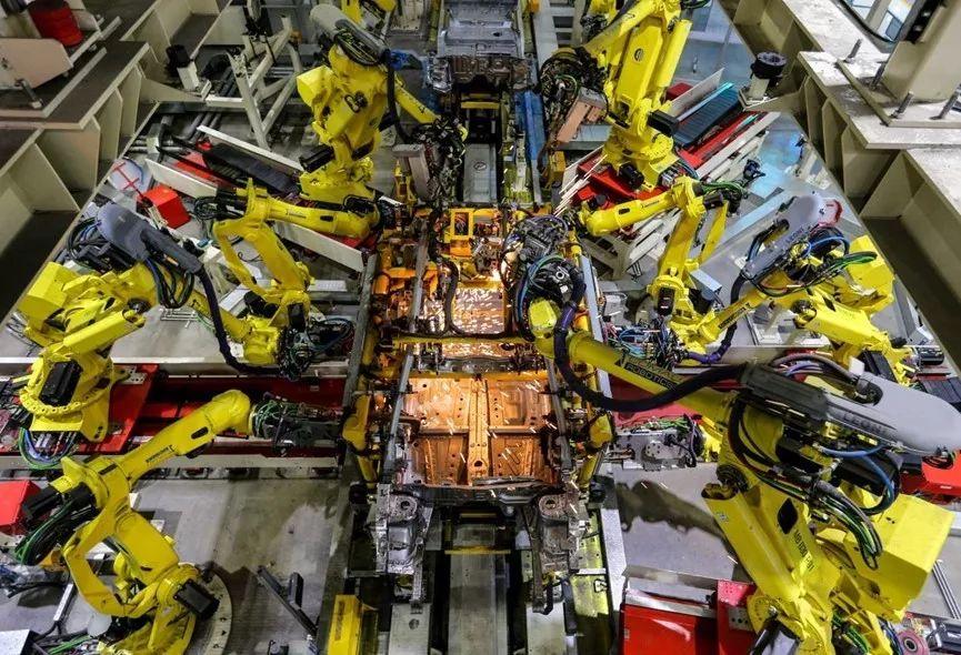 8吨重压、B柱钢板电钻钻孔 吉利博瑞这是为哪般?
