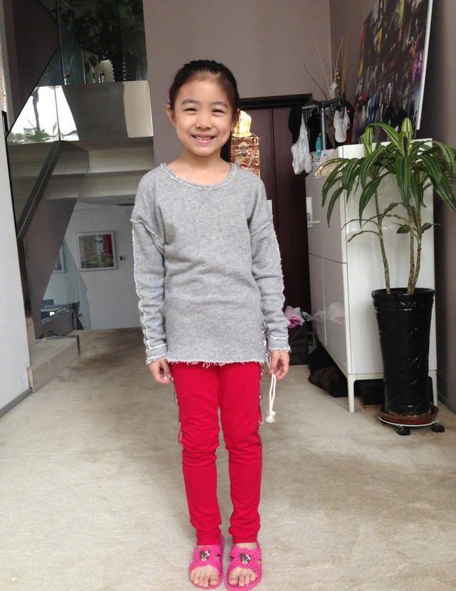 汪峰给14岁女儿汪曼熙庆生晒一家人照片,网友:章子怡对她是真好