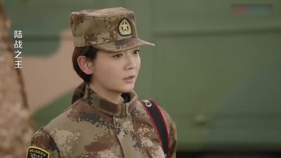 部队新来个漂亮女兵,小伙好奇上前瞄一眼,结果却发现是亲姐
