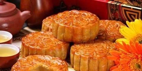 中秋节月饼里大量的蛋黄,是从哪来的?商家说出实情,后悔才知道