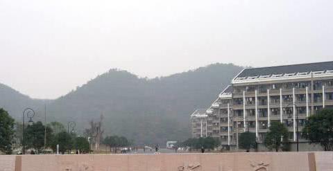 """浙江最""""低调""""双非高校,省内排名仅次浙大,录取分超众多211"""
