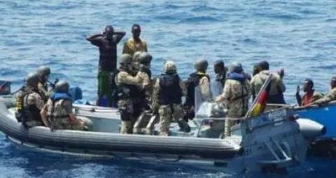 美国海军碰到海盗就地枪决,中国海军如果碰到海盗通常会怎么做?