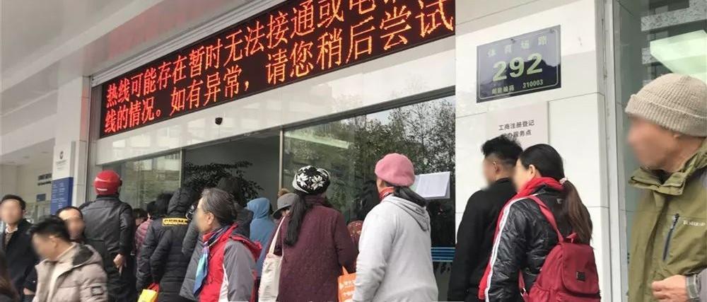 凌晨4点就到银行排队!为了这个币,北京、上海、杭州这群人都拼了,倒手就赚2倍