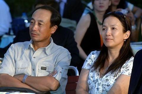 看看吕丽萍丈夫孙海英,再看看前夫张丰毅,离婚原因让人惋惜