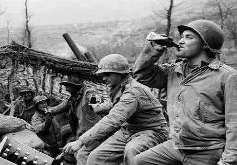海豹突击队的不死神枪手,击毙超过2百人,退役后被邻居打死