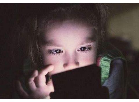 孩子沉迷手机游戏,挨打了也要偷偷玩,家长该怎么办?
