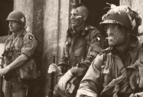 抗日神剧都不敢这么拍!一人歼灭1500日军,后成美国队长原型