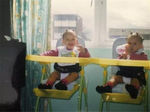 """英国同卵双胞胎一切神同步,享受做""""彼此分身"""""""