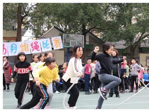 """青神县学道街小学乡村少年宫举行2019年""""冬体月""""跳绳比赛"""