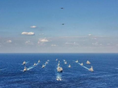 美日澳加南海附近演习,052D抵达日本家门口,图95和苏35也来了