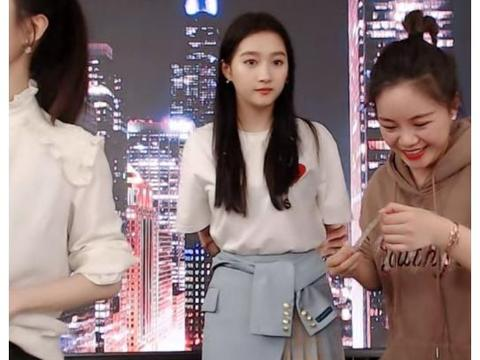 """有种""""身高优势""""叫关晓彤,注意她腿关节在哪?一秒看出小心机"""