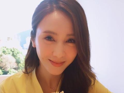 46岁黎姿7岁试管双胞胎女儿不难看,可小女儿却长成如此?