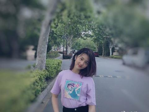 黄磊的大女儿多多长大了,颜值超高,但小女儿更让人惊喜