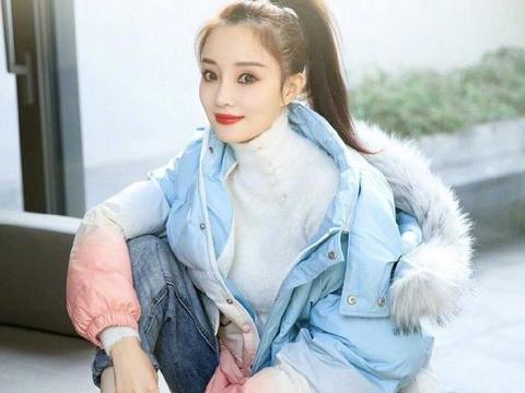 """李小璐为网店拍宣传照,穿出一种浓郁""""网红风"""",时尚又甜美!"""