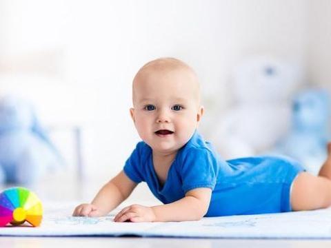 小宝宝喜欢捣蛋是好事,父母不要强迫孩子做不喜欢的事情