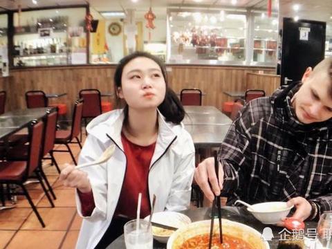 拿筷子夹起90克食物,居然破了吉尼斯?网友:谁让人家是老外